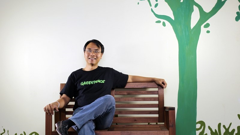 "Executive Director of Greenpeace Southeast Asia Naderev ""Yeb"" Saño poses for portraits in Greenpeace Jakarta office (Pic: Greenpeace/Afriadi Hikmal)"