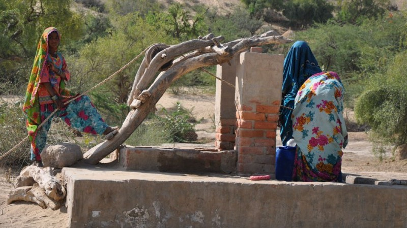 Women fill their earthen pots with water from a dugwell in drought-hit parched district of Tharparkar, Pakistan's southmost. Photo: Saleem Shaikh