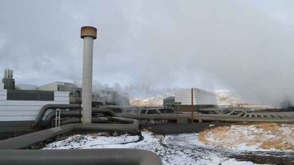 Iceland geothermal plant turns CO2 into stone