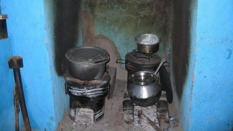 """Stove stacking"", or continuing to use old stoves alongside new efficient designs, wipes out some of the benefits of interventions (Pic: Ther Wint Aung, University of British Columbia)"
