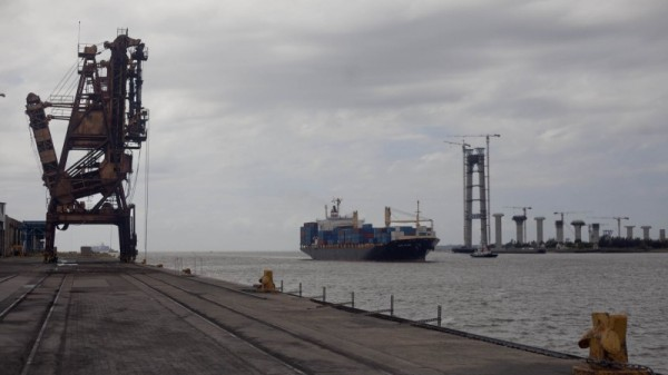 Mozambique expands coal port lapped by rising seas