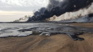 Photos reveal Iraq oil fires burning behind ISIS retreat