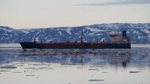 IMO under pressure to regulate new ship fuels over Arctic warming
