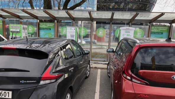 Electric cars help limit climate change despite blackspots in India, Poland