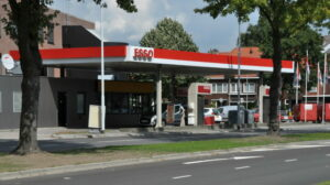 France calls for minimum carbon price to counter oil crash