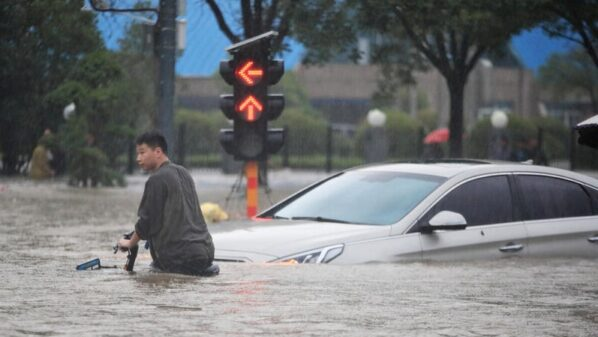 Record-breaking rain fills Chinese subway, drowning twelve people